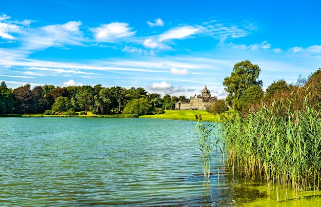 South lake bij castle howard in north yorkshire - engeland, vk