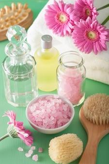 Spa aromatherapie met gerbera bloemen etherische olie borstel