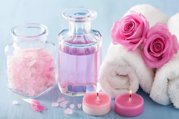 Spa aromatherapie met rozenbloemenparfum en kruidenzout