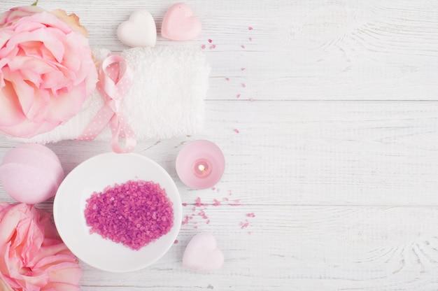 Spa biologische producten met rozen, badzout