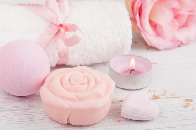Spa biologische producten met zeep, badzout
