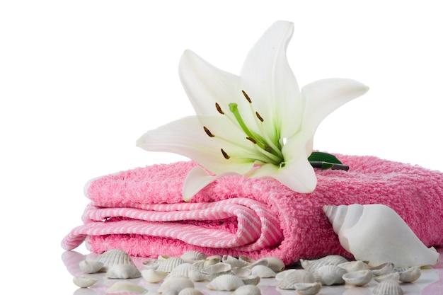 Spa bloem handdoek zeeschelp op wit