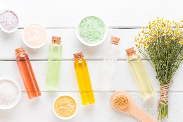 Spa cosmetische producten concept, spa met een ruimte voor een tekst, plat leggen, van bovenaf bekijken.