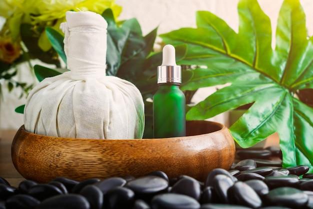 Spa-massage-instelling met mock-up voor serumoliefles druppelaar Premium Foto