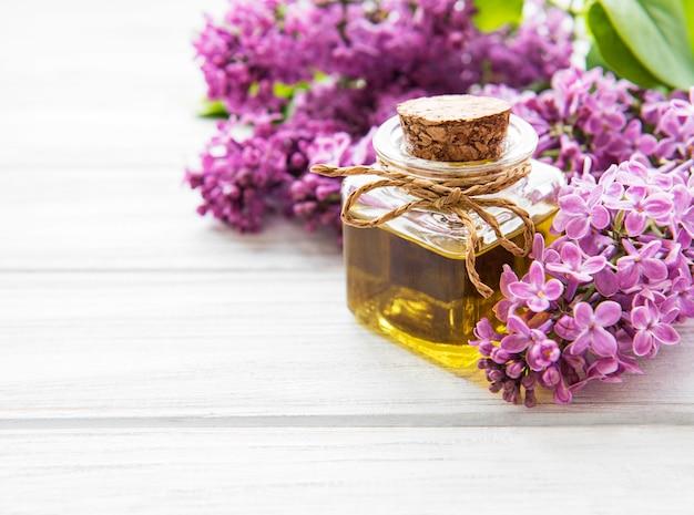 Spa olie met lila bloemen
