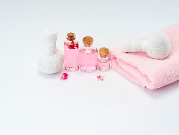 Spa producten van etherische olie van rozen.