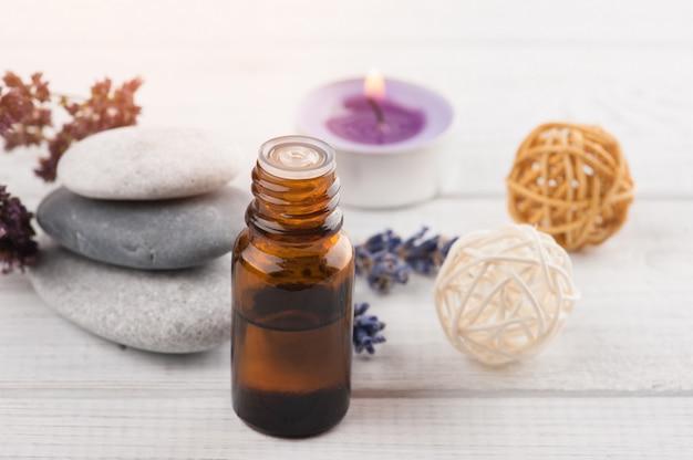 Spa samenstelling met etherische olie, lavendelbloemen