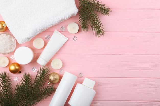 Spa-samenstelling op tafel en kerstaccessoires huidverzorging