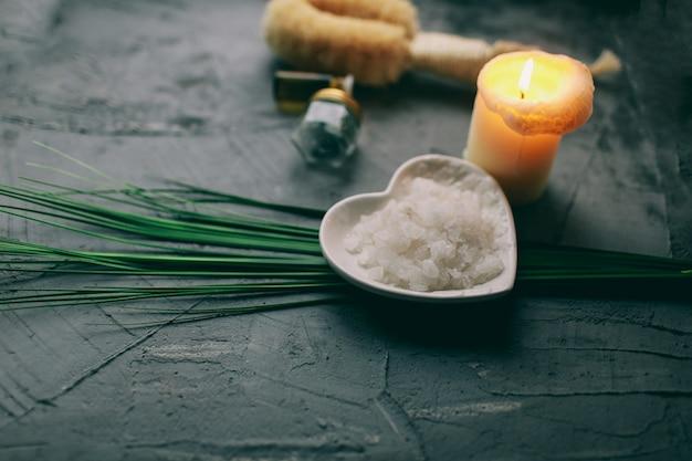 Spa wellness natuurlijk bad houten natuur en water bloem aroma cosmetica