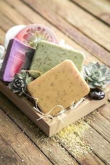 Spa zeep in een houten kist