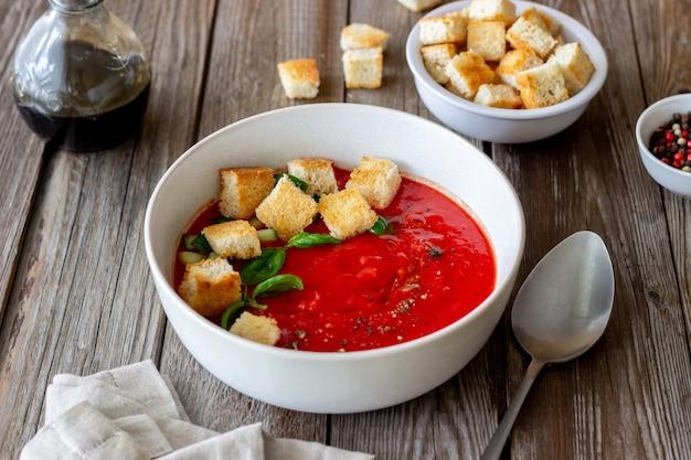 Spaanse gazpacho-soep.
