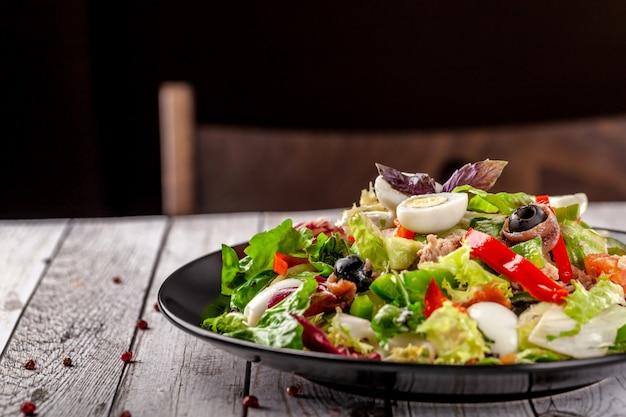 Spaanse gemengde salade vissalade.