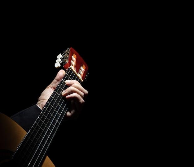 Spaanse gitaar op zwart