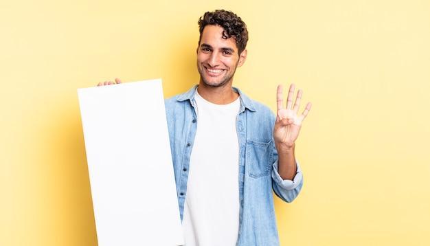 Spaanse knappe man lacht en ziet er vriendelijk uit, met nummer vier. leeg canvasconcept