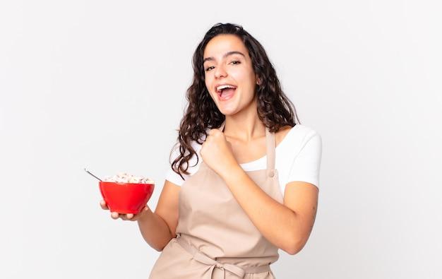 Spaanse mooie chef-kokvrouw