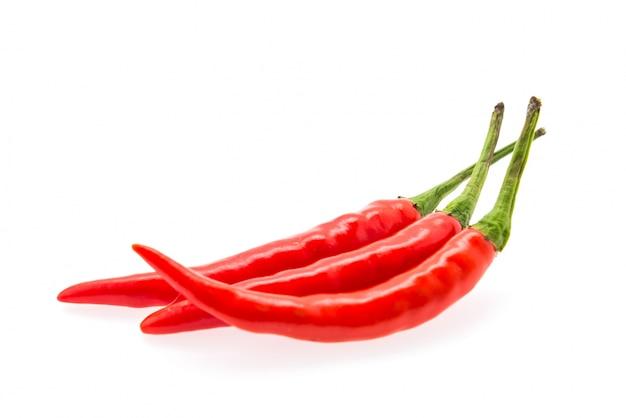 Spaanse pepers die op wit