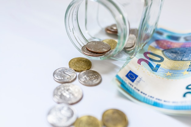 Spaargeld, geld, annuïteitsverzekering, pensioen en mensenconcept