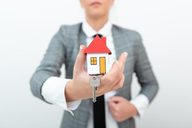 Spaargeld toewijzen nieuwe woning kopen geld besparen huis bouwen presenteren huis verkoop deal echt