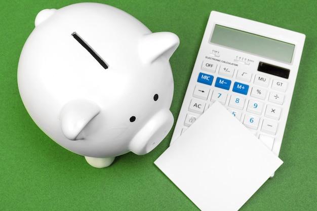 Spaarvarken en rekenmachine
