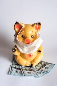 Spaarvarken met beschermend masker tegen coronavirus tast de financiën aan. ncov-19 heeft invloed op de economie.