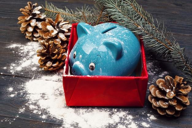 Spaarvarken met decoratie van kerstmis. kerst samenstelling.