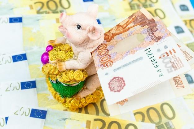 Spaarvarken met geld.