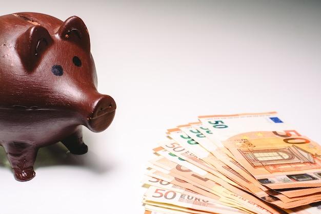 Spaarvarken om op te slaan, persoonlijke financiën.