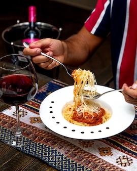 Spaghetti bolognese met parmezaanse kaas
