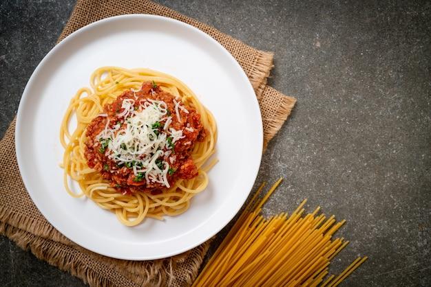 Spaghetti bolognese varkensvlees of spaghetti met tomatensaus van gehakt varkensvlees - italian food style