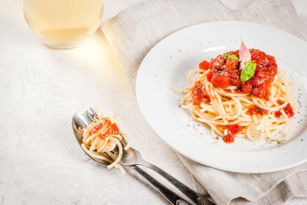 Spaghetti met marinara saus