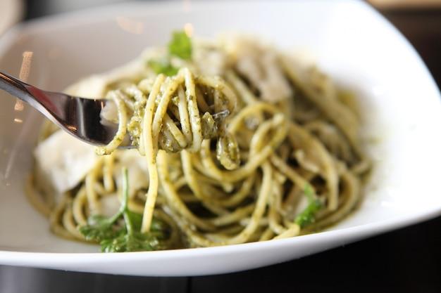 Spaghetti met pestosaus