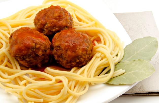 Spaghetti met zeevruchten met gehaktballetjes
