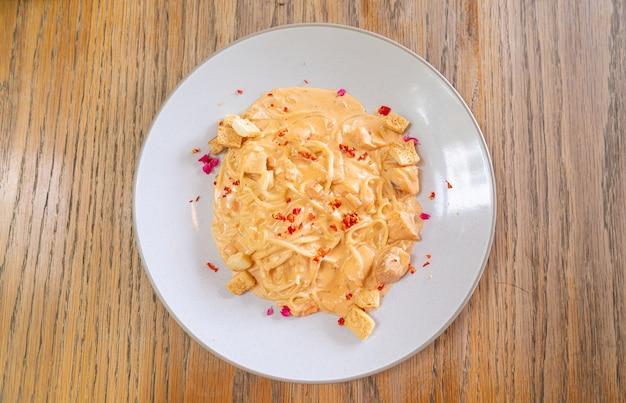 Spaghetti zalmroomsaus - italiaanse keukenstijl