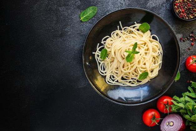 Spaghettideegwaren met groententomaat eten schotel