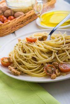 Spaghettis met ingrediënten