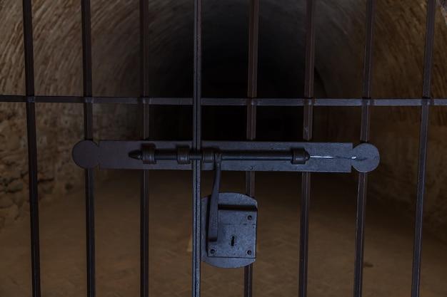 Spanje, regio andalusië. gevangenisingang gebruikt door de spaanse inquisitie