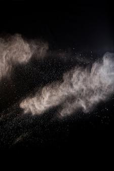 Spatten van stof poeder