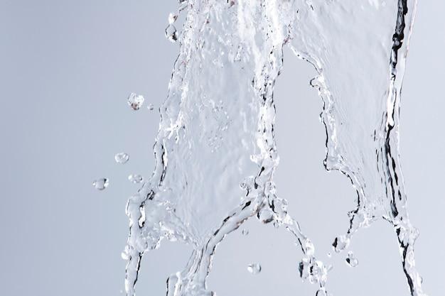 Spattende zoetwaterachtergrond, vloeibare textuur in grijs
