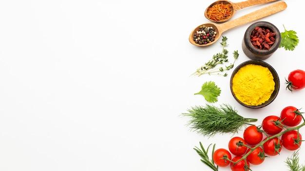 Specerijen en ingrediënten met kopie-ruimte