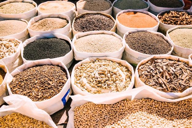 Specerijen op de markt in marokko