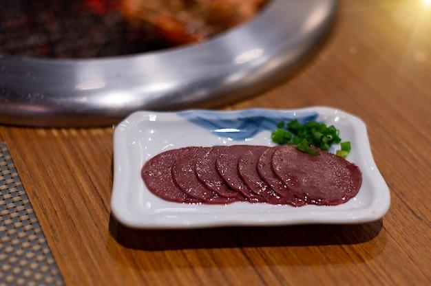 Speciaal voer rauwe runderlever sashimi