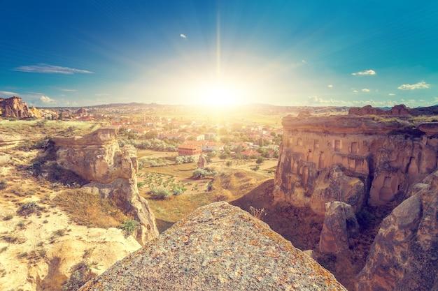 Spectaculaire rotsformaties in de buurt van goreme, cappadocië, turkije