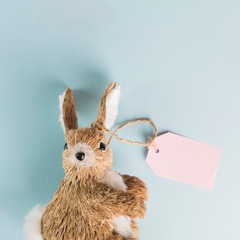Speelgoed konijn met label
