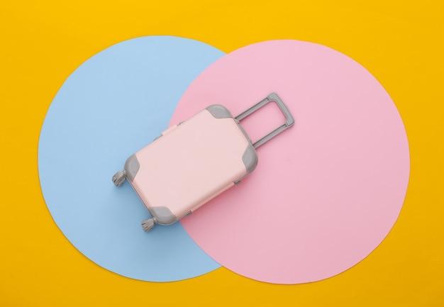 Speelgoed reisbagage. plat leggen. minimalisme