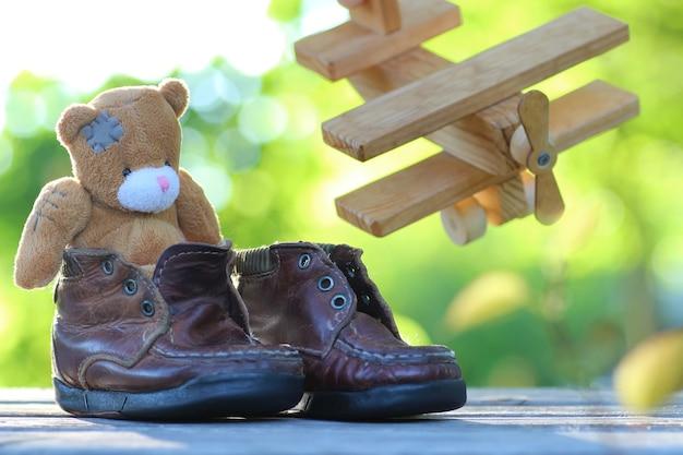 Speelgoed teddybeer tafel buiten