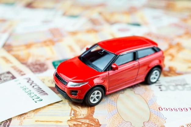 Speelgoedauto op geld