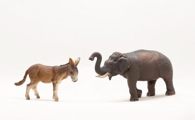 Speelgoedezel en olifant