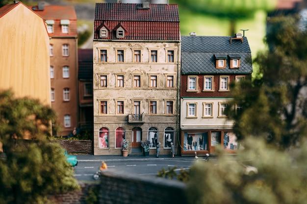 Speelgoedgebouwen een kleine miniatuurstad met de hand gemaakt een kopie van boedapest, de hoofdstad van hongarije