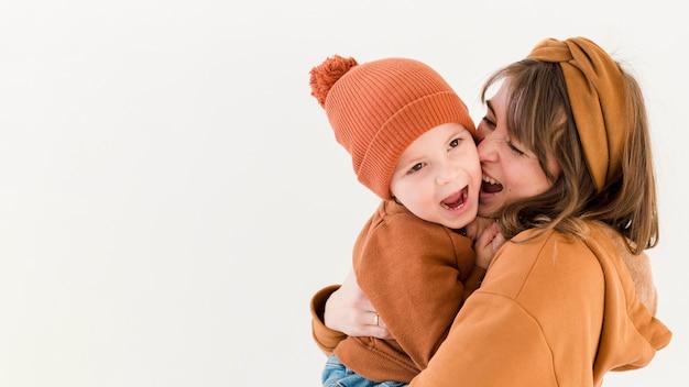Speelse moeder en zoon