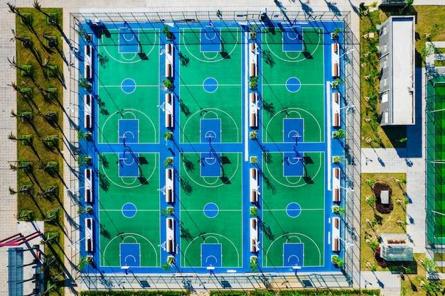 Speeltuin - basketbalveld vanuit de lucht
